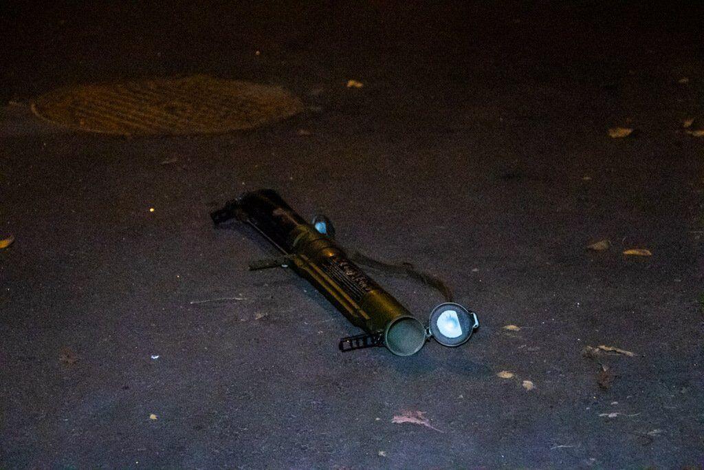 В Киеве расстреляли здание из гранатомета