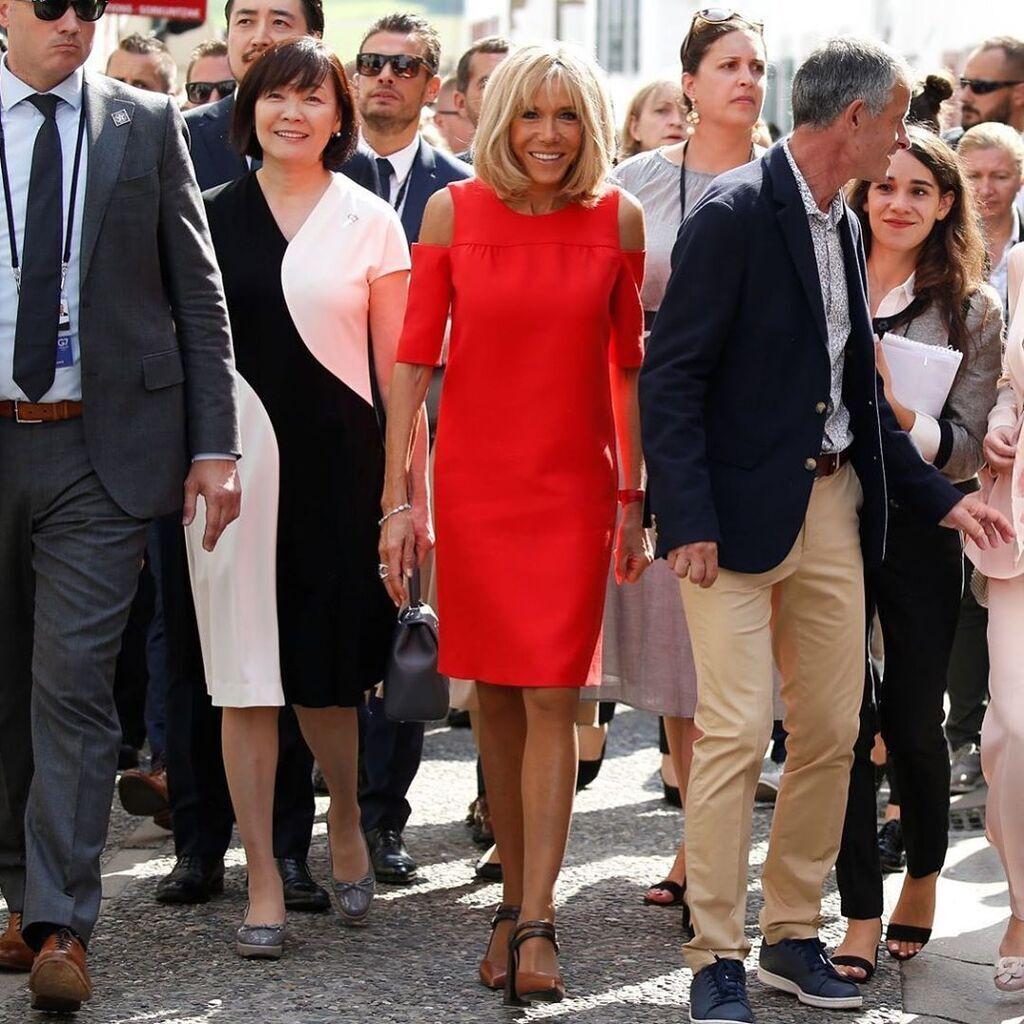Недільна червона сукня Бріжит з голими плечима