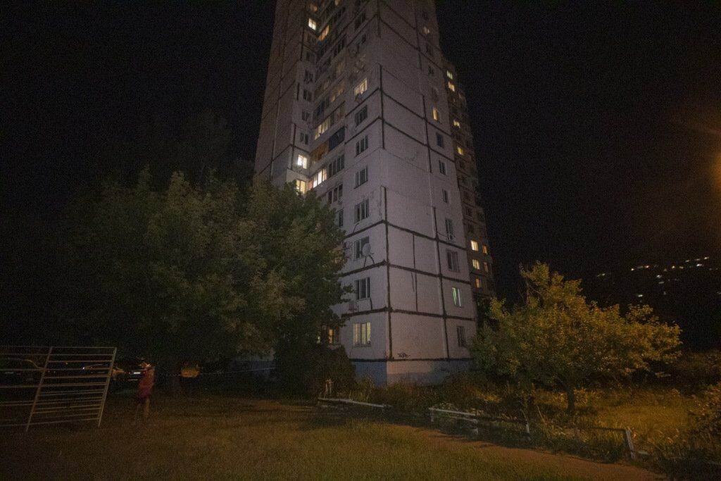 У Києві жінка вистрибнула з квартири на сьомому поверсі