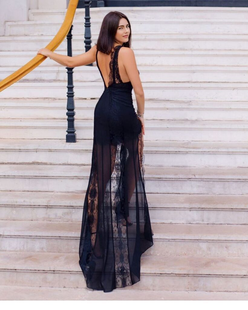 Дочка Крутого в розкішній сукні