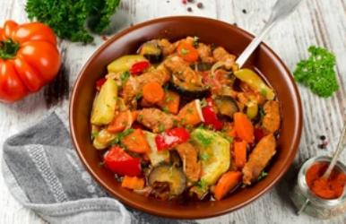 Рецепт дуже смачної грузинської страви з баклажанами і м'ясом