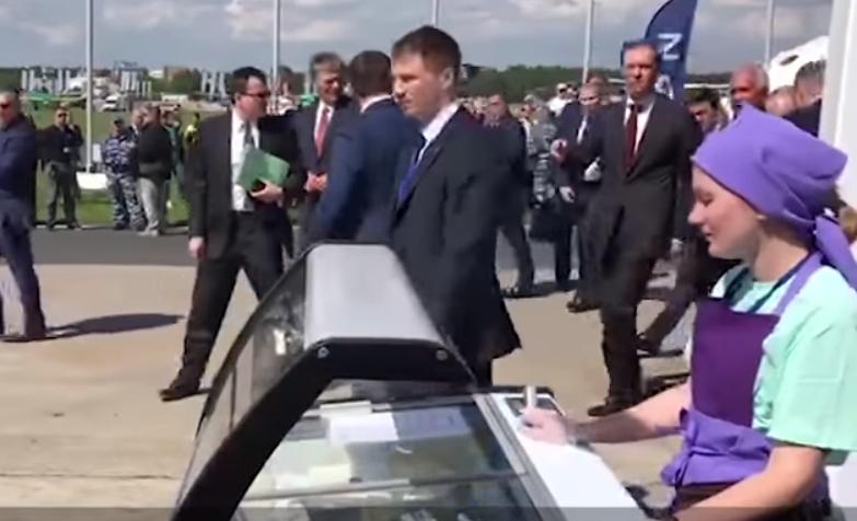 Путина уличили в использовании массовки