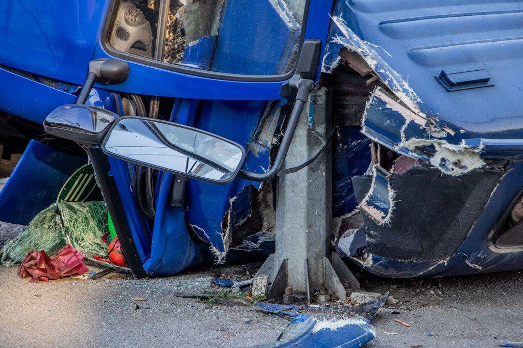У Дніпрі у вантажівки на ходу відвалилася кабіна з водієм