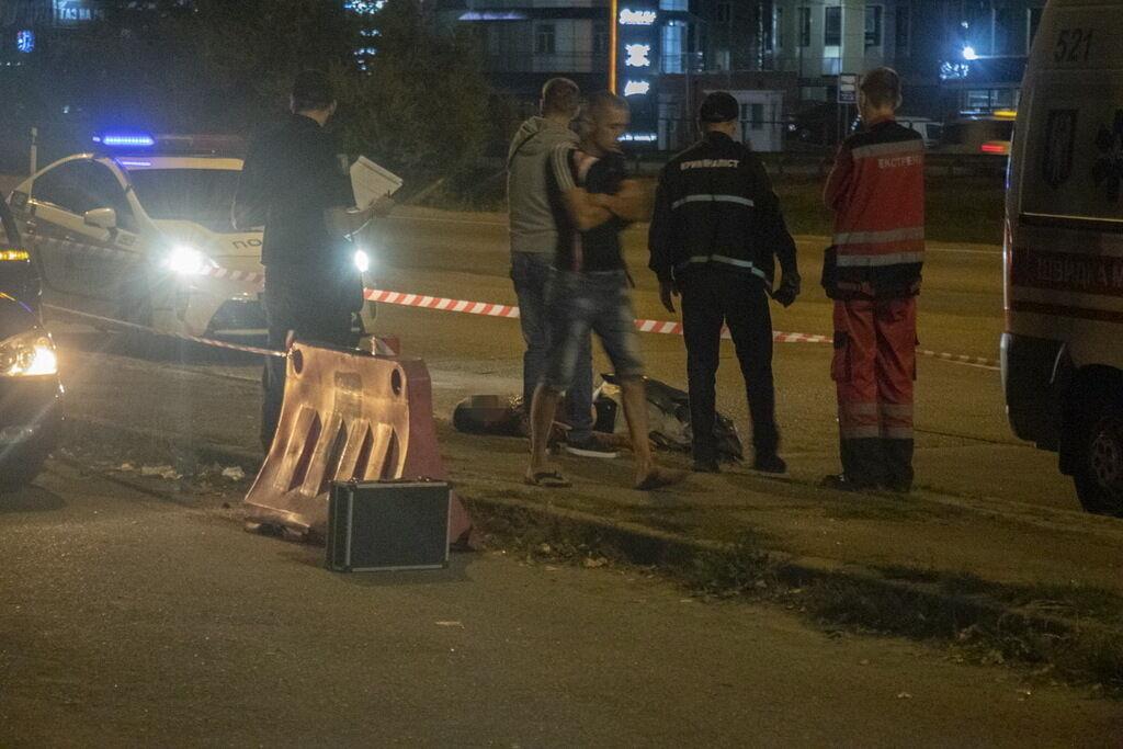 Мужчина умер на тротуаре