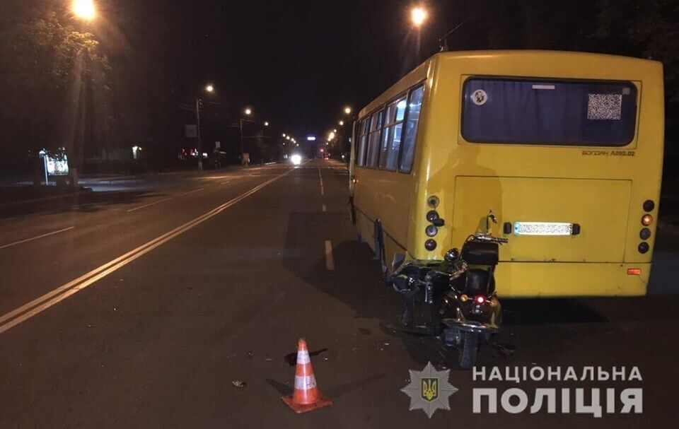 Водитель скутера Honda столкнулся с автобусом