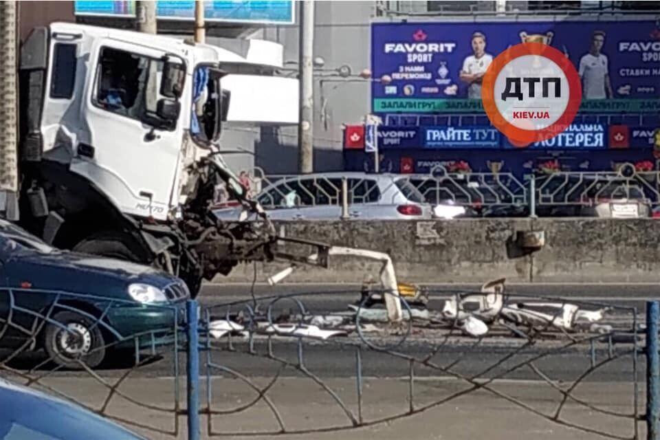 В результате аварии пострадал один из водителей