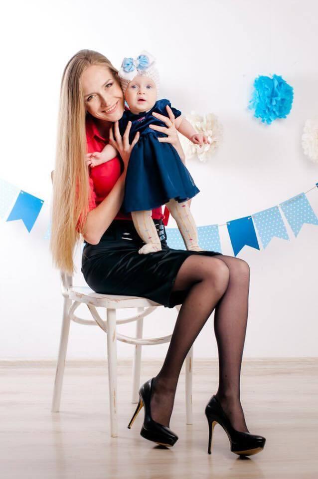 Яна Чистякова с маленькой дочерью, которую хочет забрать супруг-иностранец
