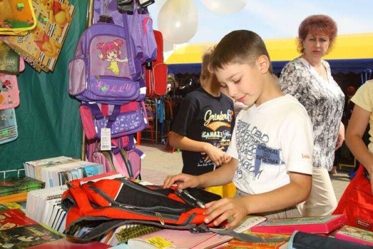 Собрать ребенка в школу стоит от 1,5 тысяч гривен