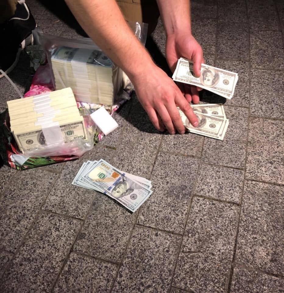 """""""Людей Зеленського"""" пов'язали на великому хабарі: в ОП відреагували. Фото і відео"""