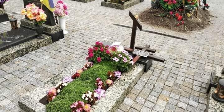 Осквернені поховання