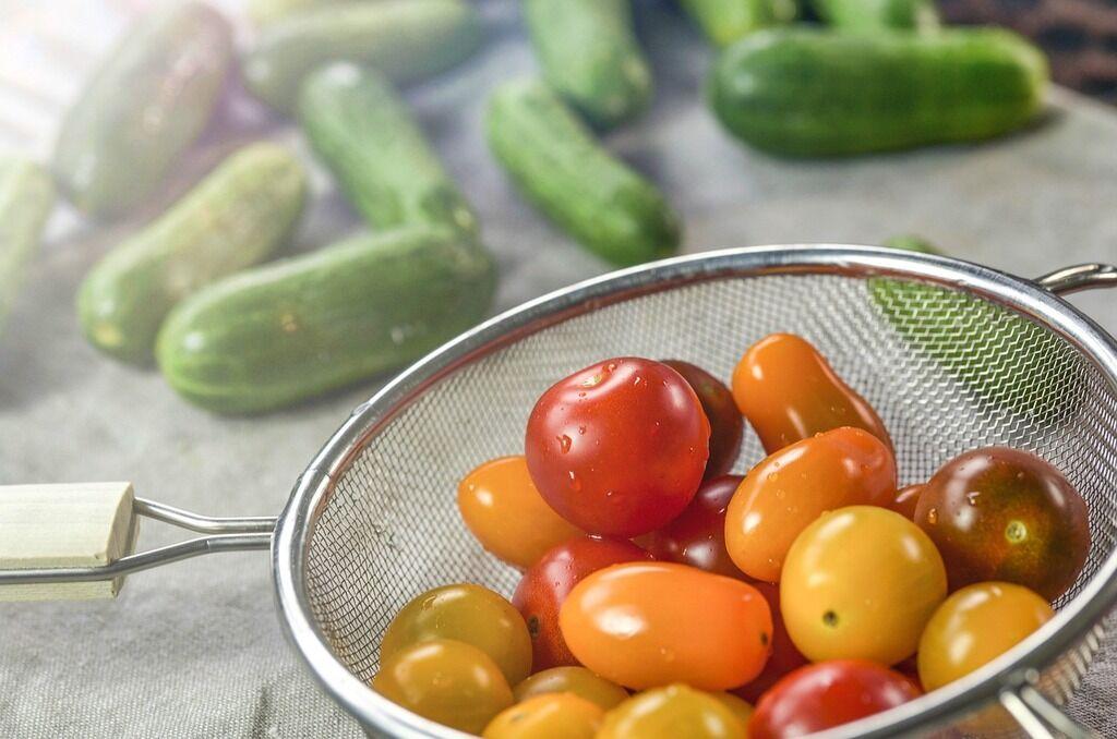 Рецепт вкуснейшего салата из огурцов и помидоров на зиму
