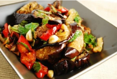 Рецепт дивовижного смачного салату зі смаженими баклажанами