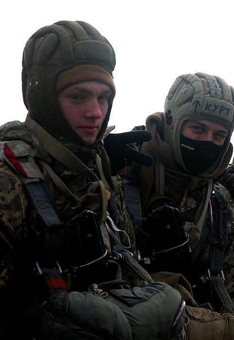 Василий Курдов (справа)