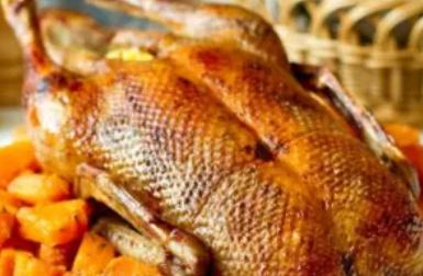 Рецепт дуже смачної страви з качкою і картоплею
