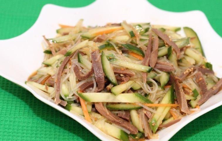 Пять рецептов очень вкусных салатов с огурцами