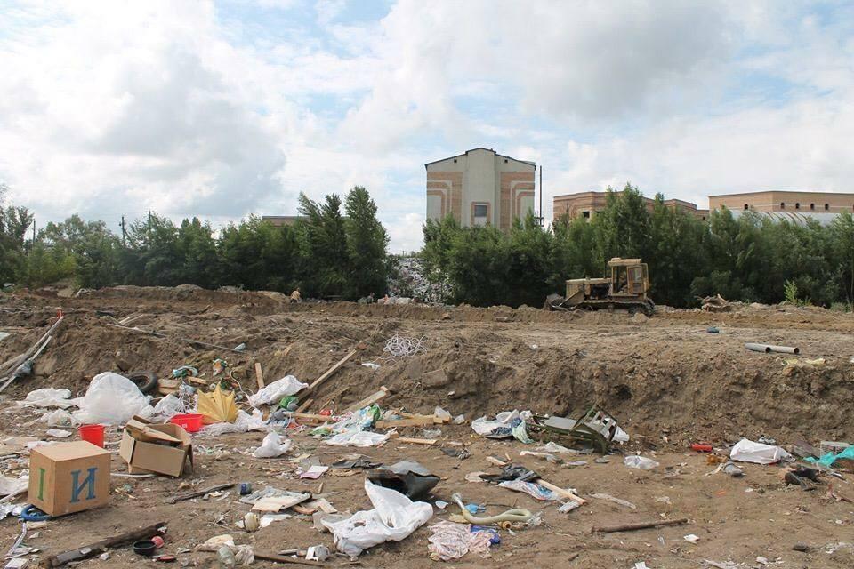 На Троєщині псевдоучасники АТО влаштували сміттєзвалище