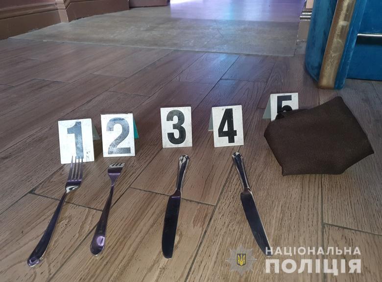 Виделки та ножі