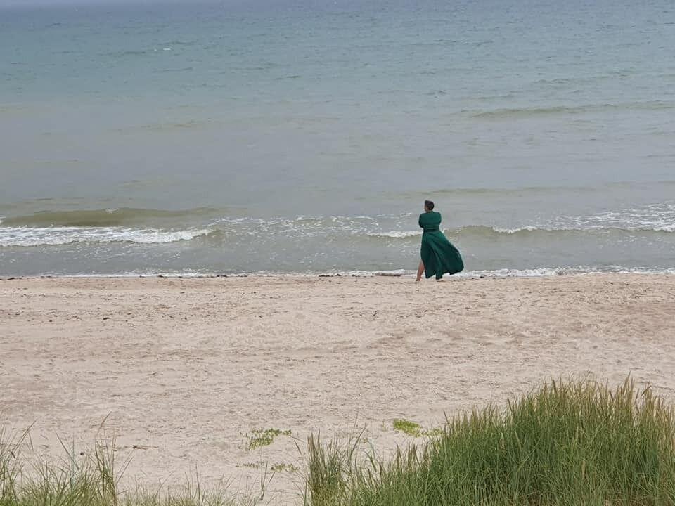 Надежда Савченко устроила фотосессию на море