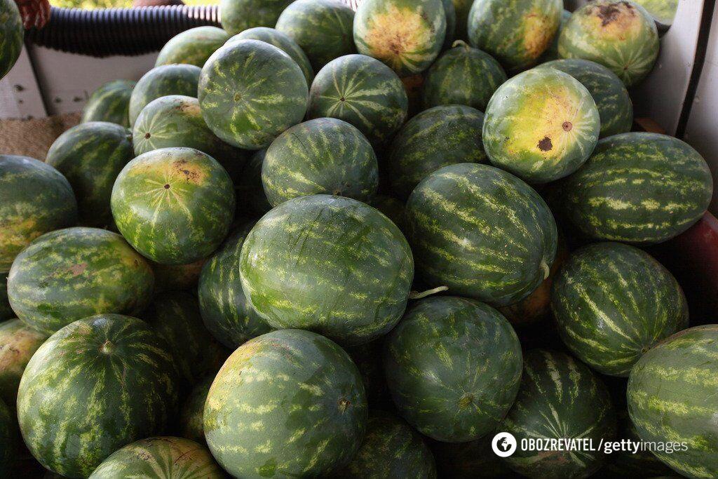 На рынках торгуют арбузами