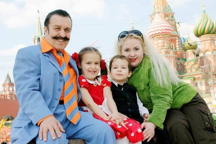 Как выглядит молодая жена покойного Токарева: фото