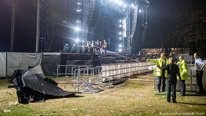 У Німеччині на концерті на глядачів обвалилася сцена: фото і відео