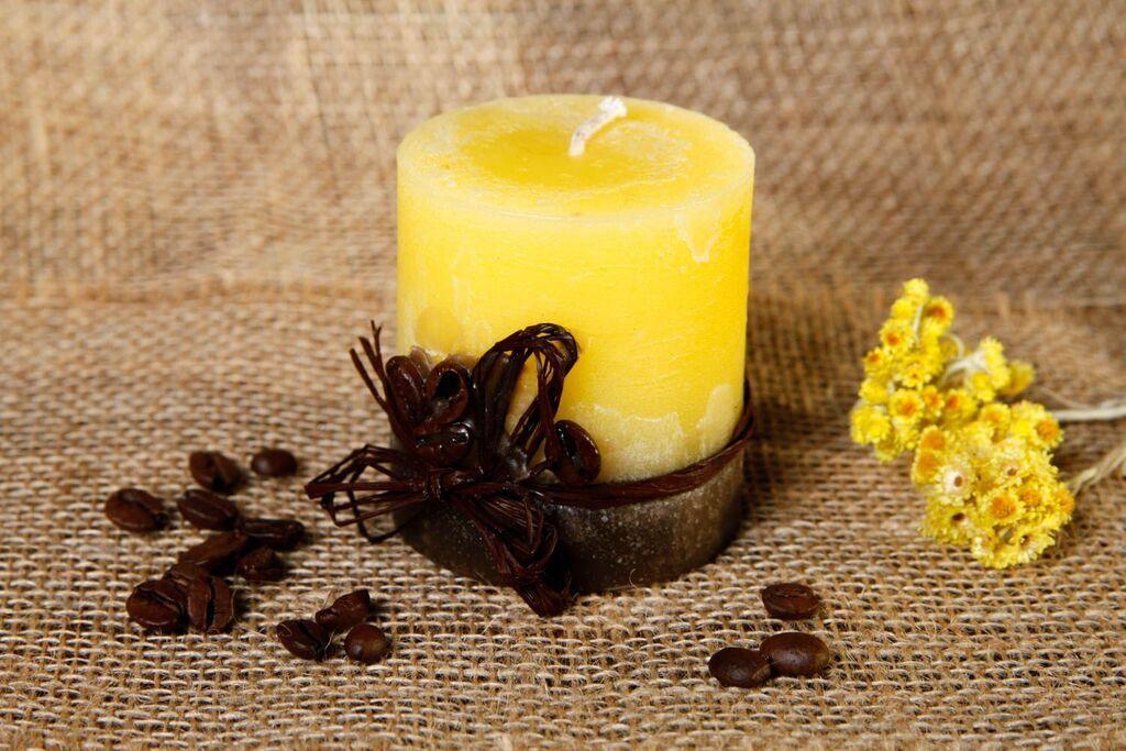 Желтая свеча, иллюстрация