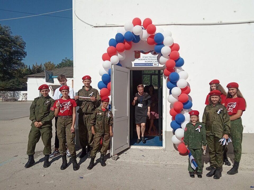 """Вихованці """"Юнармії"""" у Криму"""