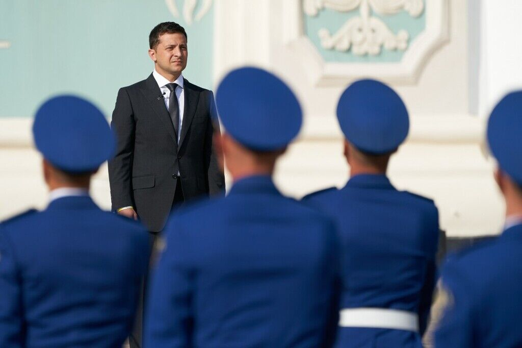 Став президентом, Зеленский принял на себя полномочия верховного главнокомандующего ВСУ