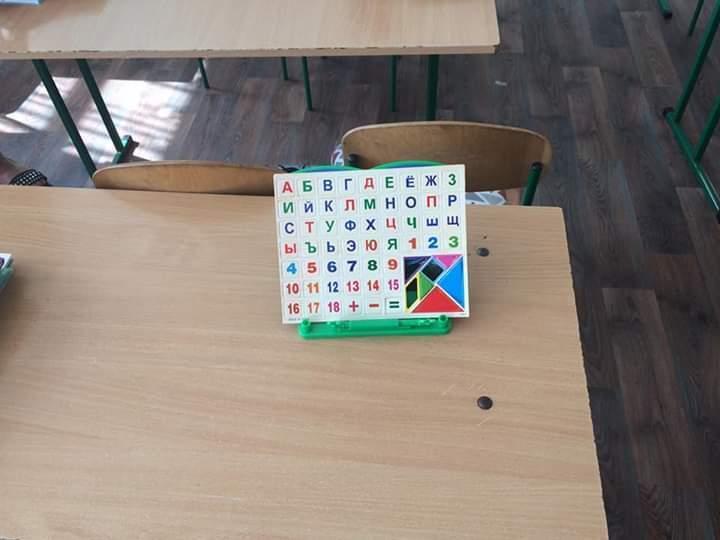 Для дітей закупили російські абетки