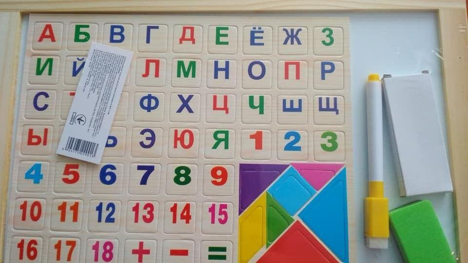 Первоклассникам Франковщины за бюджетные деньги купили русский алфавит