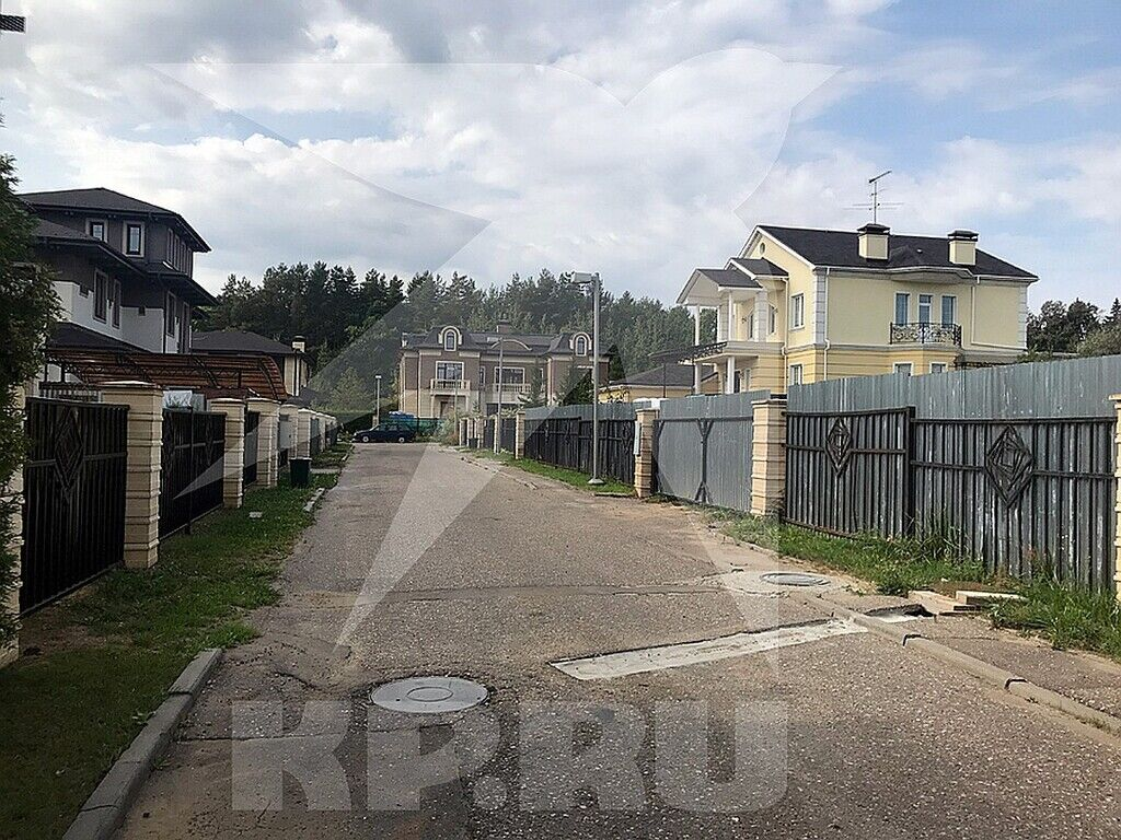 Заворотнюк живет в коттеджном поселке Крекшино