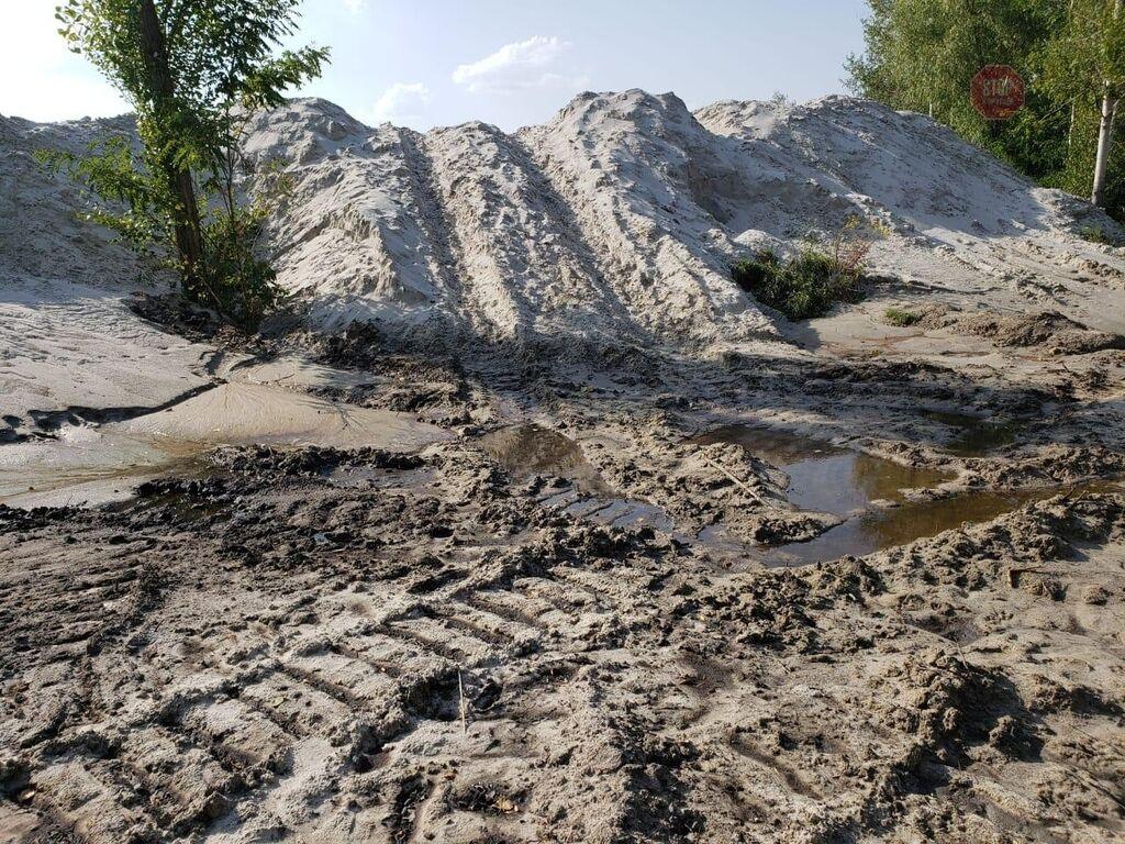 На території житлового масиву Троєщина у Києві помітили діяльність піщаних браконьєрів