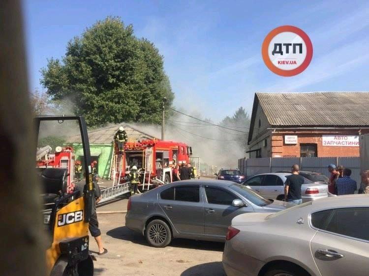 В Подольском районе Киева вспыхнул масштабный пожар