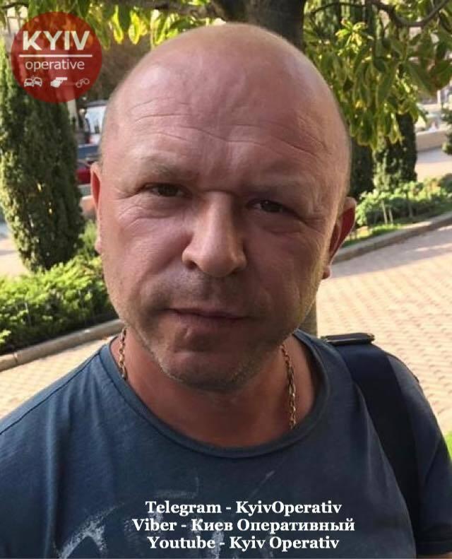 В Киеве задержали двух мужчин, которые на улице Крещатик обманывали людей