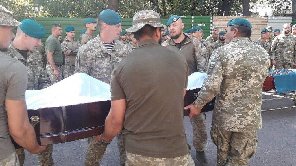 Прощання із загиблими морськими піхотинцями у Маріуполі