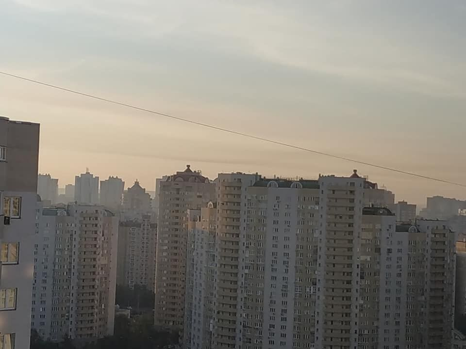 Дарницкий район Киева окутал дым