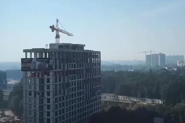 В Киеве жители подняли панику из-за завесы дыма