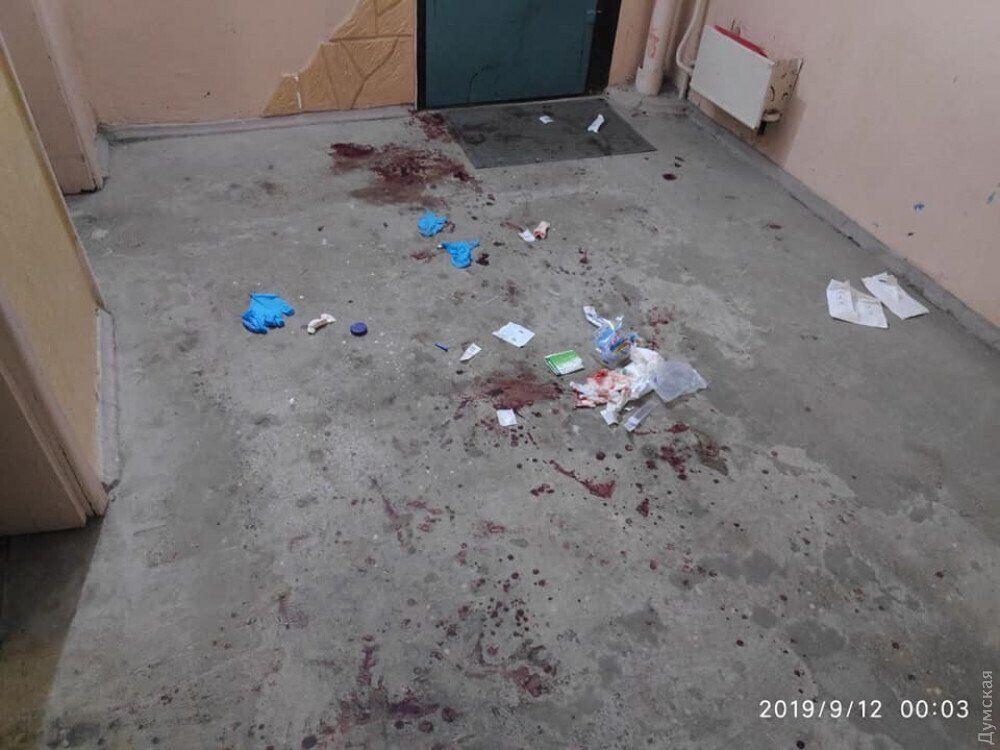 Под Одессой муж-иностранец изрезал жену прямо в лифте: фото 18+