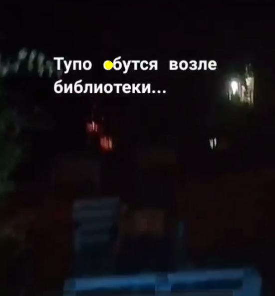 В Кропивницком пара занялась сексом под библиотекой. 18+