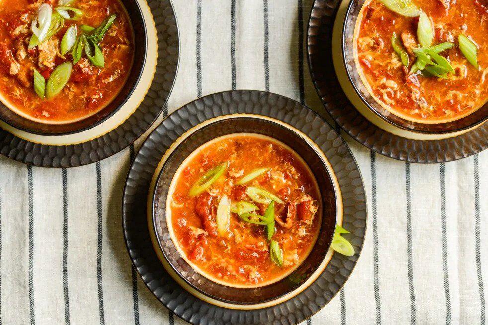 Яєчний суп з помідорами
