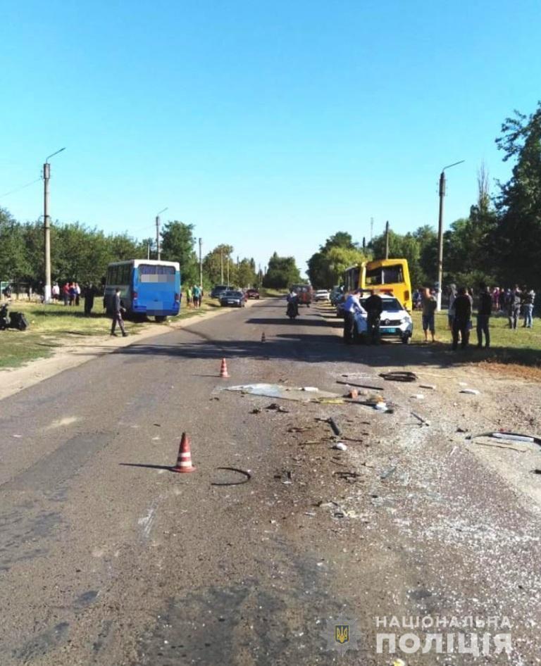 В селі Шабо Білгород-Дністровського району зіткнулися два маршрутні автобуси