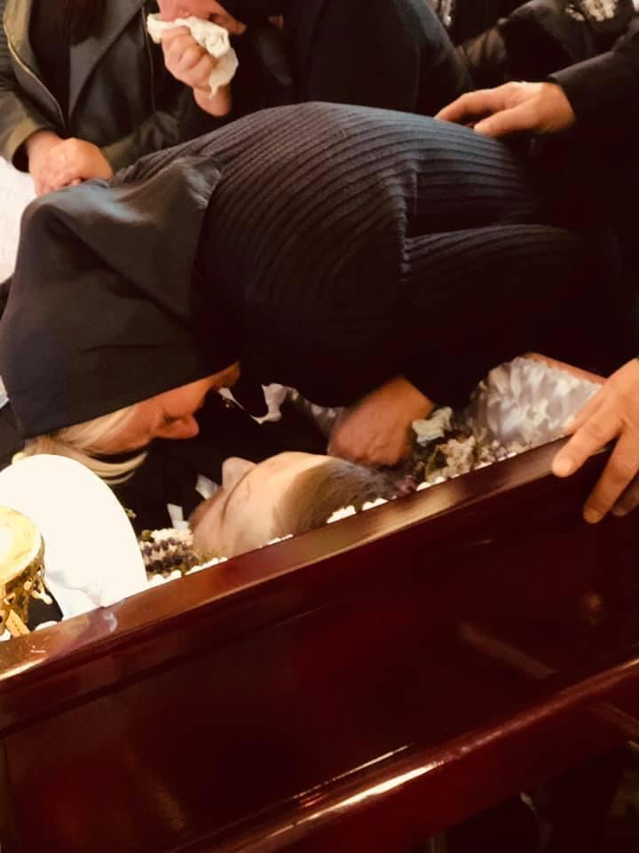"""""""Серце розривається!"""" Фото матері загиблого українського воїна довело мережу до сліз"""