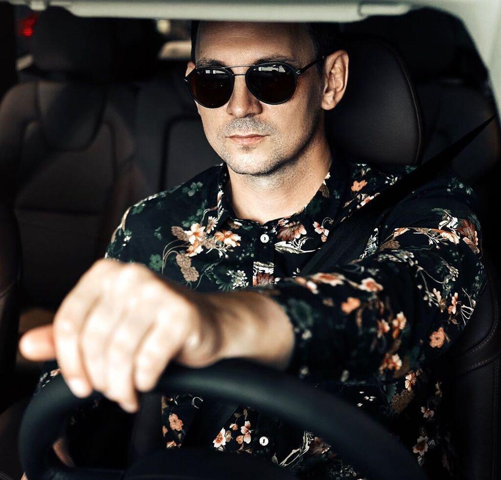 Валерий Харчишин за рулем авто
