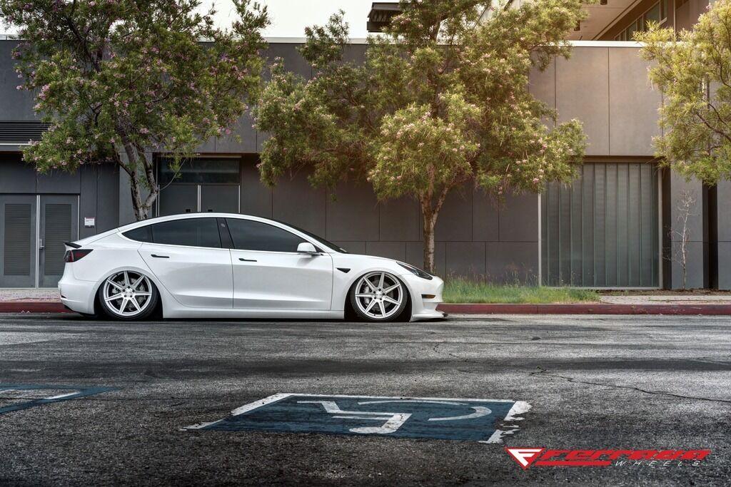 Электромобиль Tesla радикально переделали в спорткар