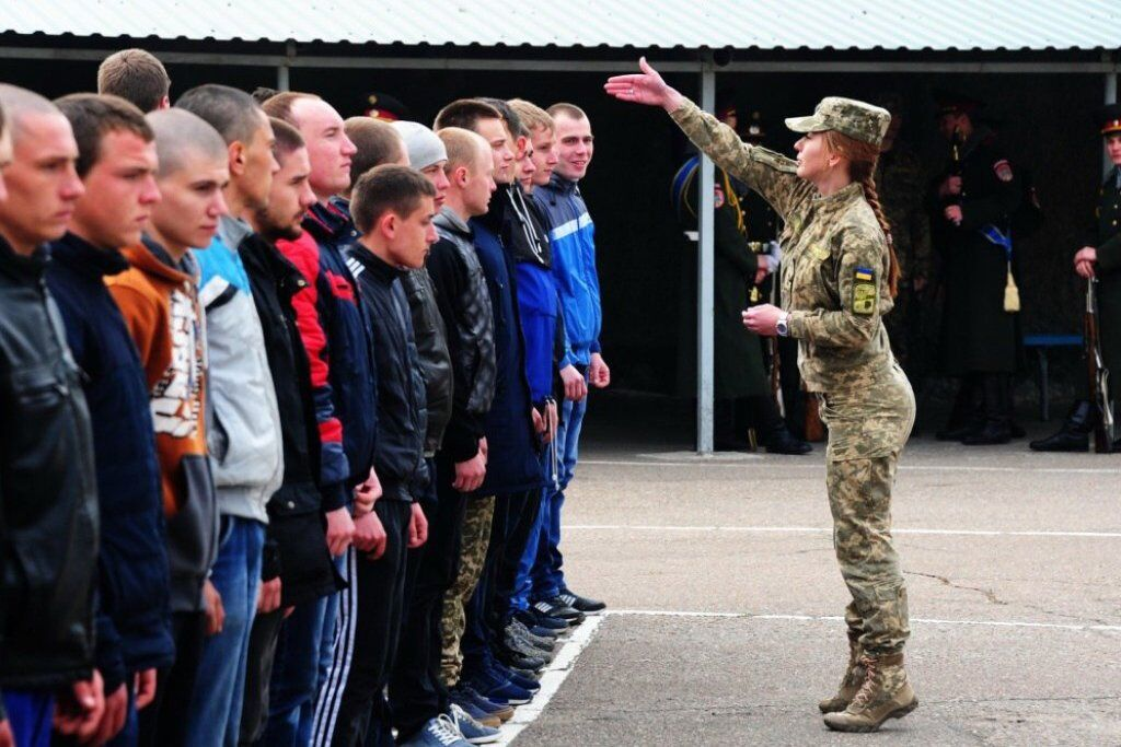 Первые дни в армии