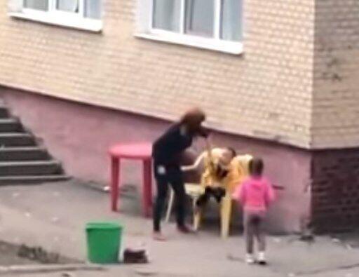 Воспитательница грубо обращалась с ребенком