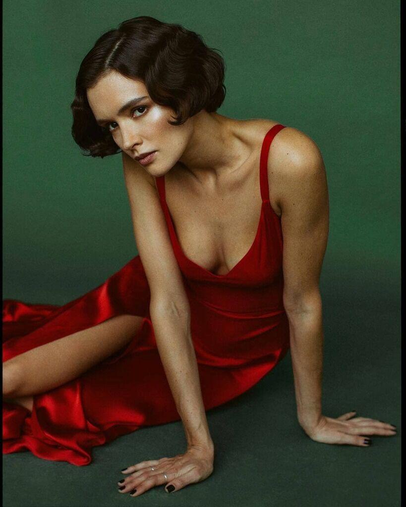 Паулина Андреева в откровенном платье
