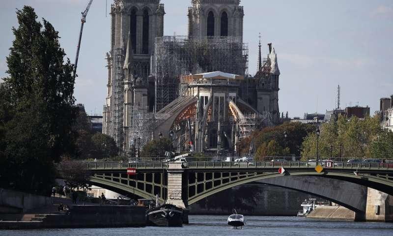 """В Париже провели испытание """"летающего"""" электро такси"""