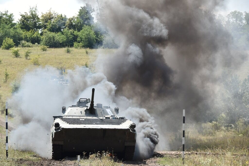 Тем временем 17 сентября в зоне ООС террористы убили одного украинского бойца, еще двоих ранили