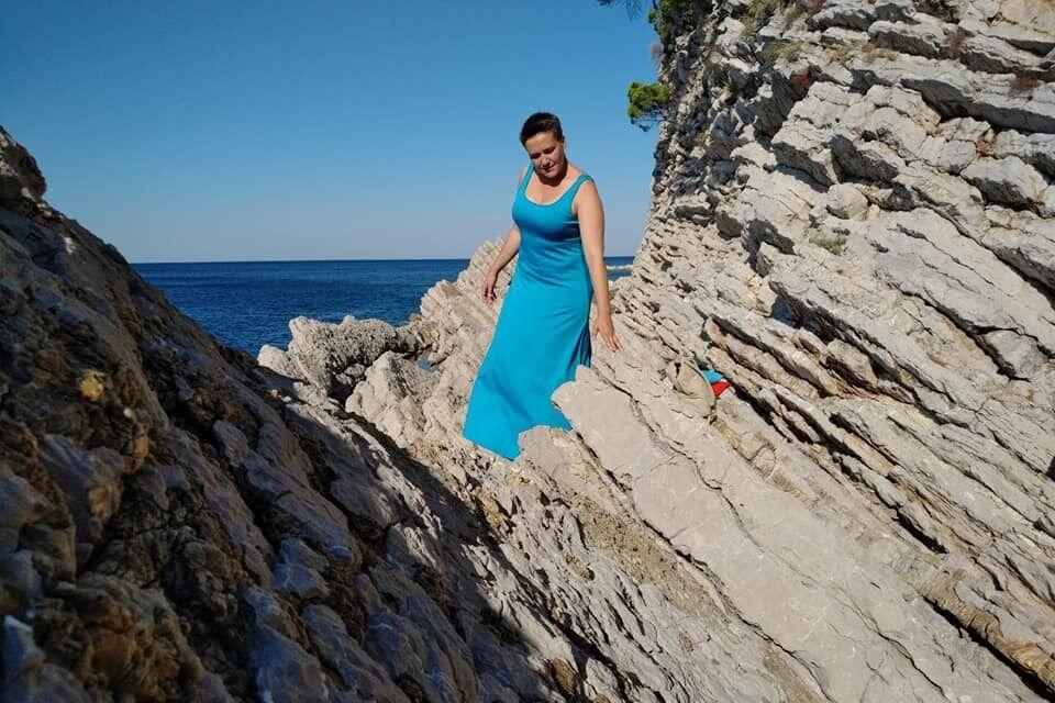 Савченко позирует на скалах